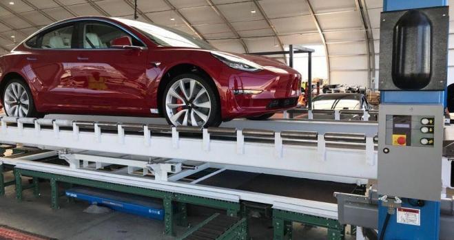 Tesla despedirá a 3.200 empleados para rentabilizar el Model 3 barato