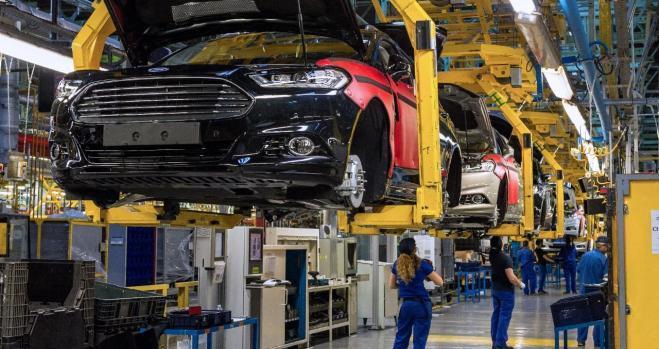 UGT teme que Volkswagen se lleve un modelo de Ford de Almussafes