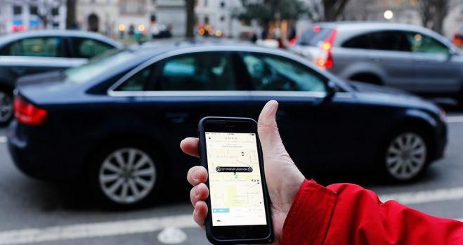 Uber y Cabify ya ofrecen la prereserva de sus coches de VTC