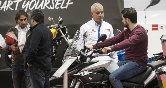 El sector de la moto debate la movilidad del futuro